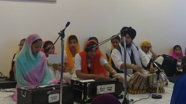 New Punjabi School - children performing kirtan